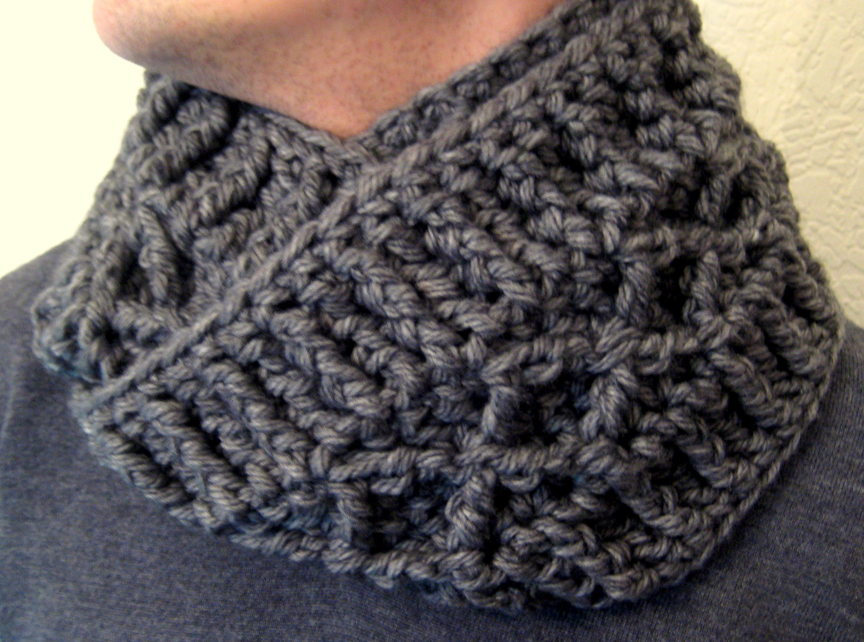 Scarf and cowl patterns make my day creative chunky diamond infinity scarf free crochet pattern bankloansurffo Choice Image