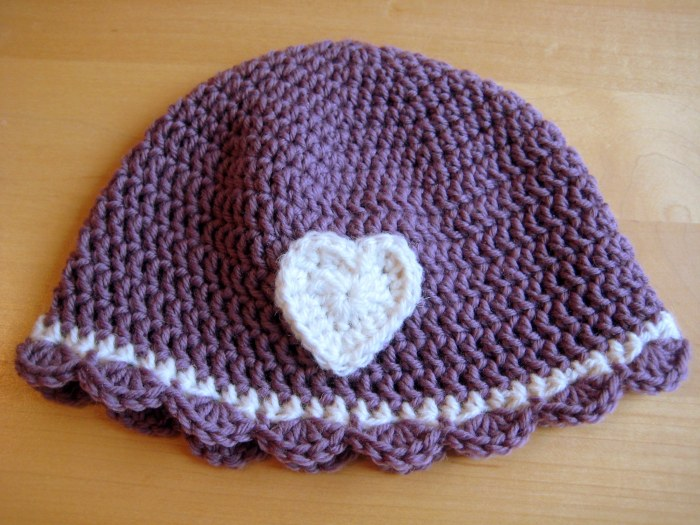 Scalloped edge with heart motif