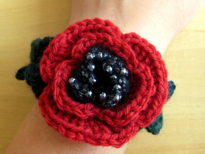 Beaded Poppy Bracelet - Download for free for a limited time only! Free crochet Pattern from Make My Day Creative