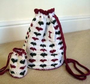 Free #crochet pattern \ Little Hearts Drawstring Bag \