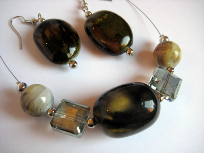 Olive tones jewellery set