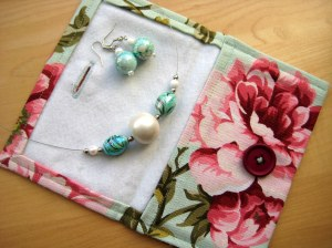 How to make a felt lined purse for jewellery