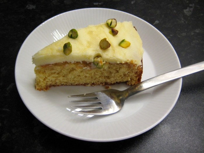 Honey and Lemon Cake with yummy lemony icing
