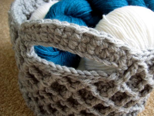 Handle detail of Diamond Trellis Crochet Basket - free  pattern!