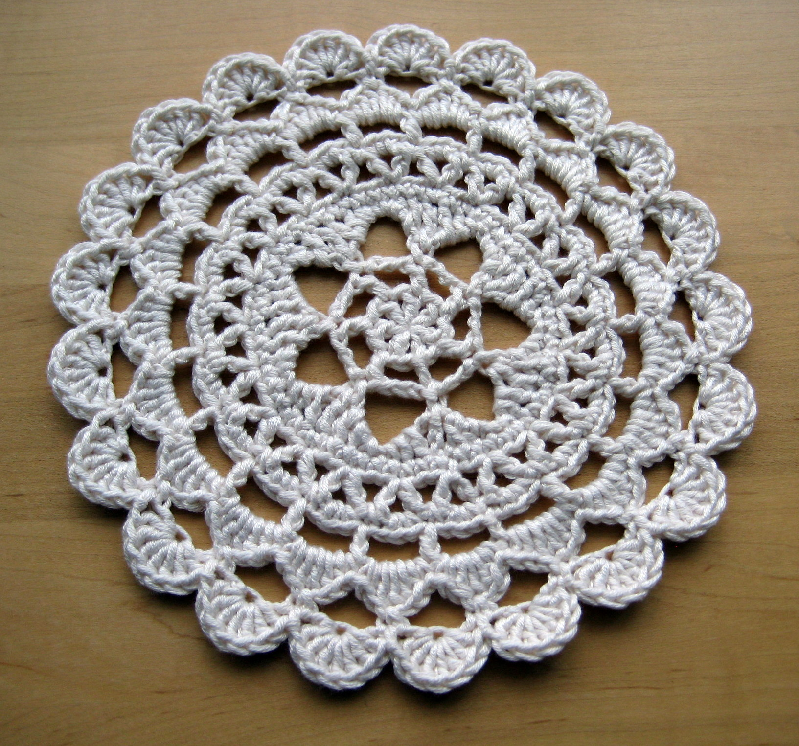 Crochet Doilies : Pretty Passion Flower Doily - free pattern in dk weight yarn