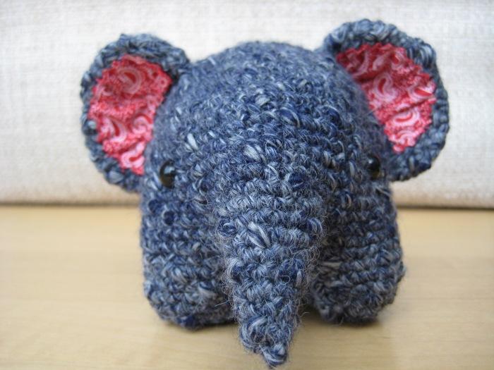 Round Elephant - free crochet pattern