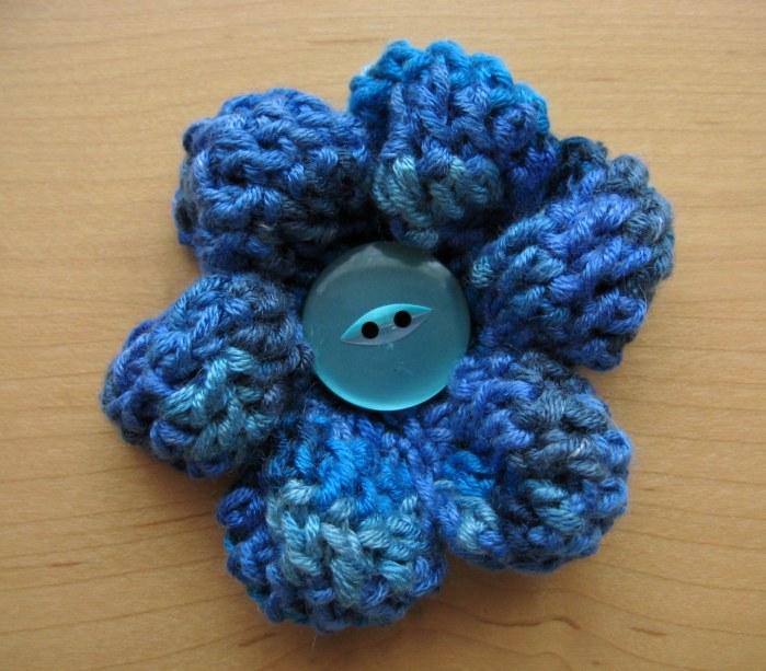 Medium Puffy Flower - A super quick and free cute crochet pattern