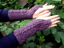 Simple Flower Trails Fingerless Gloves Crochet Pattern by makemydaycreative.com