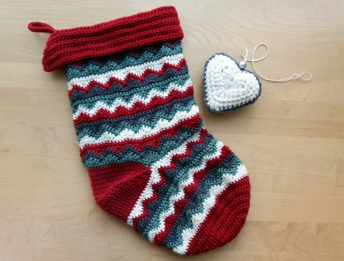 A traditional colour palatte -Christmas Stocking - Free crochet pattern.