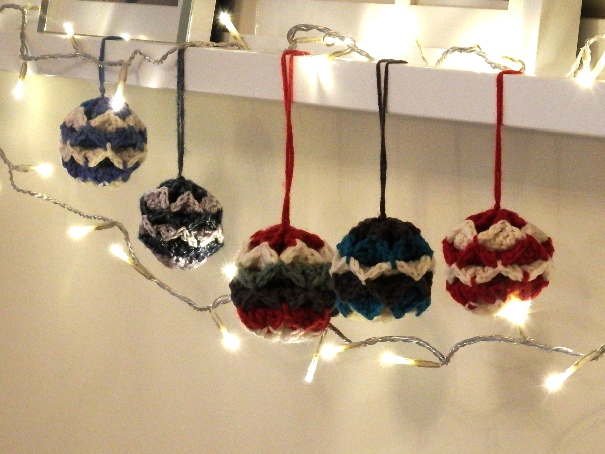 Simple Origami Christmas Baubles
