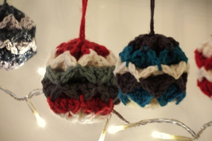 Simple Origami Christmas Baubles - Free crochet ornament pattern
