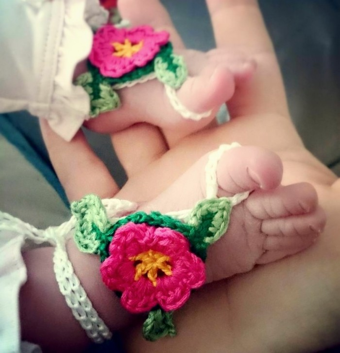 Baby Barefoot Flower Sandal – super adjustable free crochet pattern from Make My Day Creative