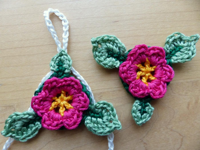 Baby Barefoot Flower Sandals - cute free crochet pattern from Make My Day Creative