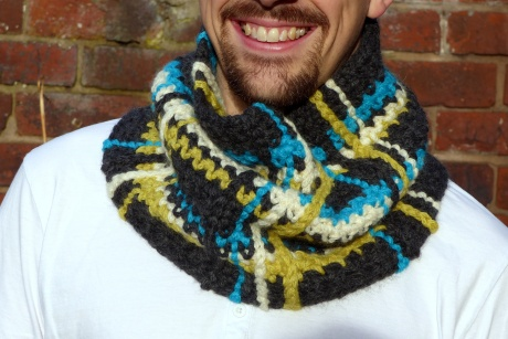 Plaid Cowl - A super easy free crochet pattern from Make My Day Creative