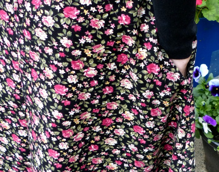 Self drafted circle skirt by Make My Day Creative - close up on pocket and fabric